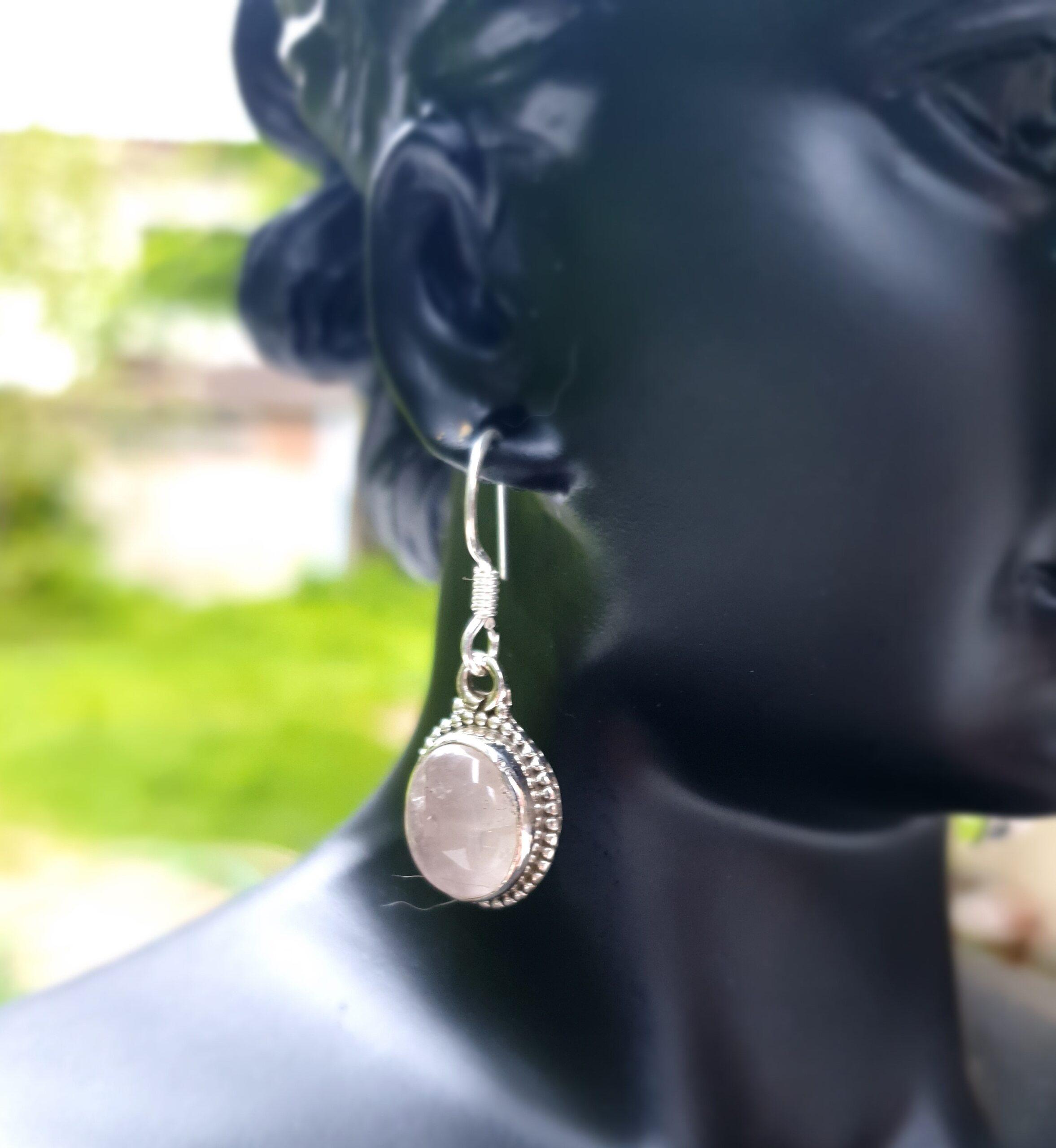 Photo earring moonstone 2